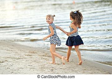 stående, sommar, liten flicka, utomhus