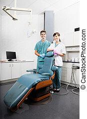 stående, tandläkare, hygieniker