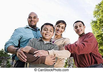 stående, utomhus, familj, hispanic