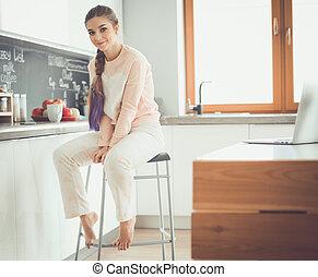 stół, kobieta, młody, kitchen., posiedzenie