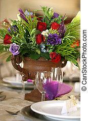 stół, kwiaty