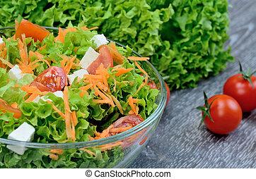 stół, zielona sałata