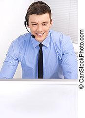stöd, lysande, arbete, affärsman, hörlurar med mikrofon, computer., stående, kontor, stilig, operatör, option att köpa centrera, teknisk, helpdesk