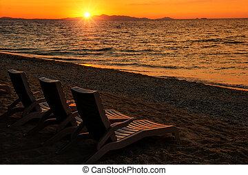 stühle, sonne, sandstrand, sandig, sonnenaufgang