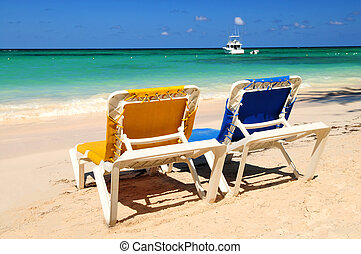stühle, tropischer strand, sandig