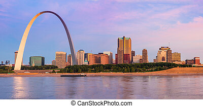 St Louis Arch and skyline at the Mississippi river at sunrise