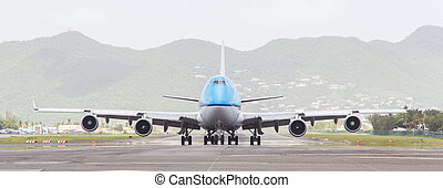ST MARTIN, ANTILLES - JULY 19, 2013: Boeing 747 aircraft on...