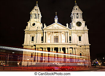 St. Paul\'s Cathedral London at night