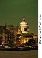 St Pauls Cathedral London - St Pauls Cathedral over Thames ...