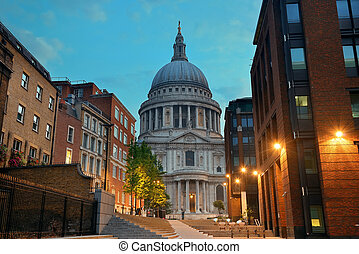 St Pauls London - St Pauls Cathedral in the mornign in...