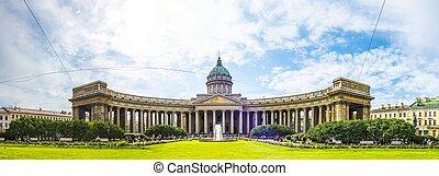 Kazan Cathedral - ST. PETERSBURG - SEPTEMBER 9: People enjoy...