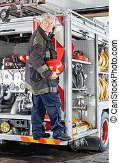 staand, brandweerkazerne, vrachtwagen, brandweerman