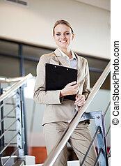 staand, businesswoman, trap