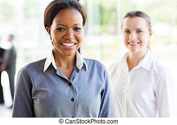 staand, collega, businesswoman, voorkant, afrikaan