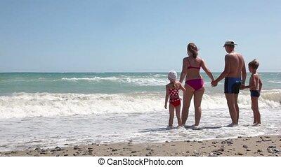 staand, dan, uitvoeren, hand, hand, ouders, zee, kinderen