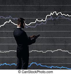 staand, financiën, smartphone, op, zakelijk, diagram, achtergrond., investering, zakenman, concept.