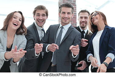 staand, groep, wijzende, zakenlui, u