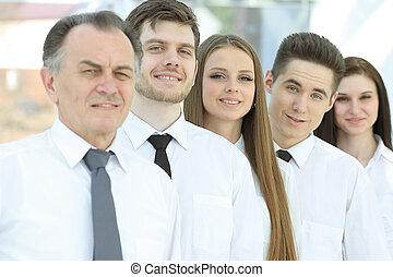 staand, groep, zakenlui, jonge, row.