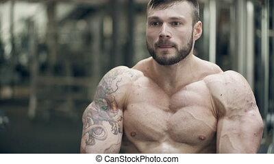 staand, gym, jonge, indoor., bodybuilder, het poseren