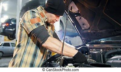 staand, herstelling, service., auto, moersleutel, werktuigkundige, open kap, man