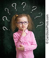staand, school, brillen, bord, tekens, vraag, kind, velen