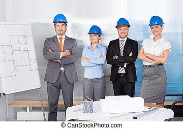 staand, succesvolle , samen, gekruiste, architecten, arm