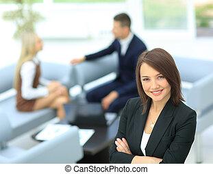 staand, vrouw zaak, haar, jonge, achtergrond, collegues