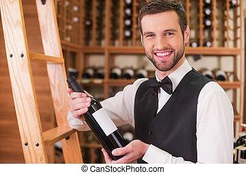 staand, you., vest, holdingsfles, alcohol, jonge, boog, zeker, terwijl, winkel, kies, vastknopen, het glimlachen, wijntje, bruidsjonker