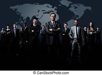 staand, zakelijk, gevormde, jonge, zakenlieden, team