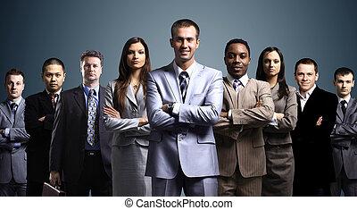 staand, zakelijk, op, gevormde, jonge, donker, zakenlieden,...