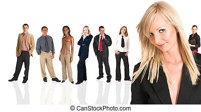 staand, zakenlui, businesswoman, voorkant, blonde, grou