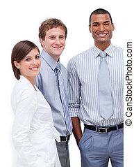 staand, zakenlui, samen, multi-etnisch, het glimlachen
