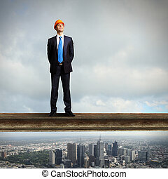 staand, zakenman, gebouw stek