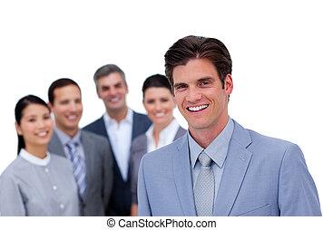 staand, zijn, team, voorkant, zakenman, het glimlachen