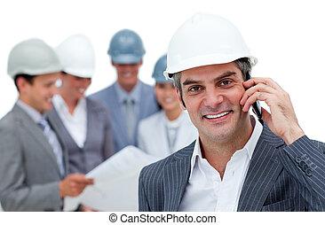 staand, zijn, telefoon, architect, team, voorkant, zalig, mannelijke