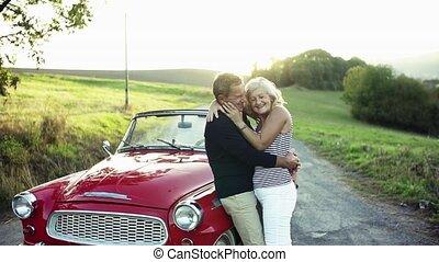 staand, zomer liefde, cabriolet, paar, senior, uitstapjes,...