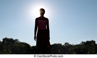 staand, zomer, vrouw, silhouette, park