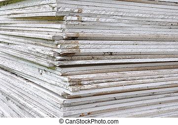 Stacking of gypsum sheets