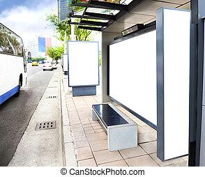 stad buss, underteckna, station, annonsering, tom, vit