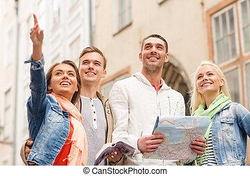 stad, groep, kaart, het glimlachen, vrienden, gids
