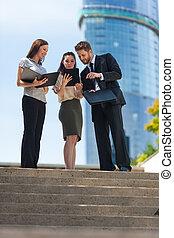 stad, vrouw, tablet, handel computer, team, gebruik, man