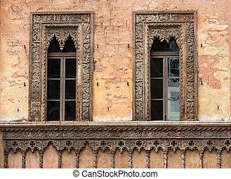 stadt, altes , dorfplatz, palast, sordello, fenster, historisch, .italy, mantova, lombardei, zentrieren