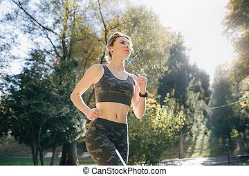 stadt, frau, earphones., athletische, airpods, kopfhörer, park, rennender , bluetooth, läufer, jogging, brünett, attraktive, weibliche , fitness, porträt, draußen, gesunde