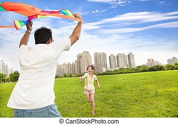 stadt, spielende , familie, glücklich, bunte, park, papier drache