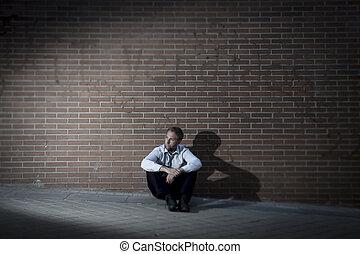 stadt, verloren, sitzen, arbeit, straße, geschäftsmann, ecke, depressionen
