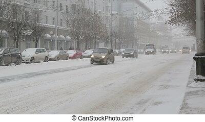 stadtstraße, schneesturm, autos