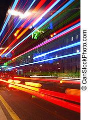 stadtzentrum, farbenfreudiges licht, abstrakt, verkehr, spuren