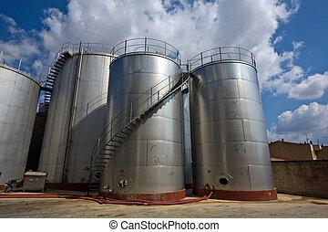 Stainless steel reservoir in a wine cellar