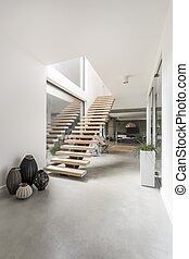 Staircase in a minimalist villa - Pots of different sizes...