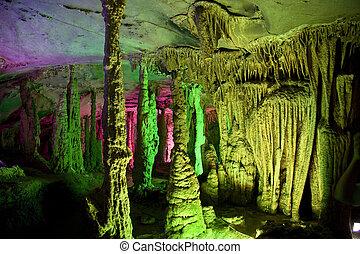 stalattite, e, stalagmite, formazioni